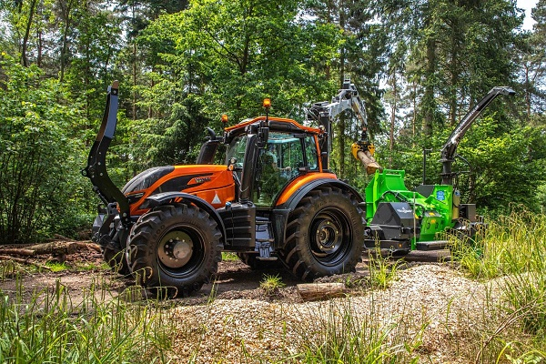 Valtra T214 candy orange